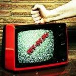 Можно ли смотреть телевизор в грозу